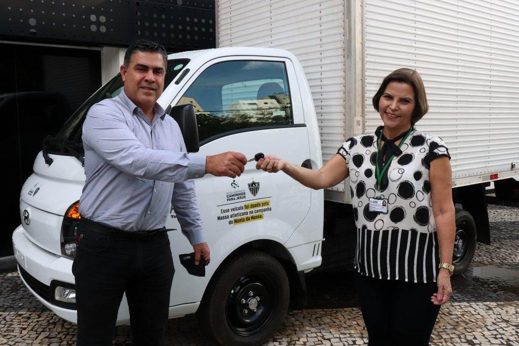 Núcleo recebe doação de caminhão do Clube Atlético Mineiro